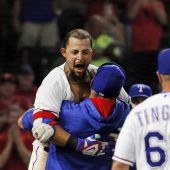 Odor hits game-ending homer for Rangers in 8-7 win over M's