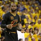 NBA Rumors: Can LeBron James Convince Eric Bledsoe to Join Cavs This Summer?