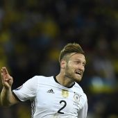 Wenger expects to seal deals for Mustafi and Perez