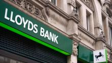 Lloyds bank sets aside £1bn more for mis-selling costs