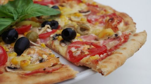 CEO's of Popular Pizza-Delivery Chain and Hotel REIT Offload Shares, Plus Insider Buying at 3 Companies