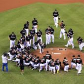 Marlins don late pitcher's jersey in tribute
