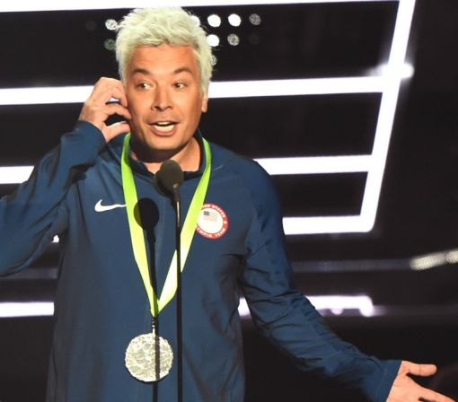 Jimmy Fallon Dresses Up as Ryan Lochte, Spoofs Swimmer's Infamous Rio Incident at 2016 MTV VMAs