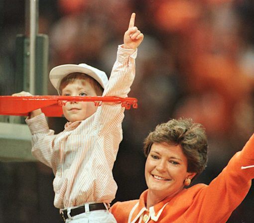 Tennessee to wear helmet sticker for Pat Summitt
